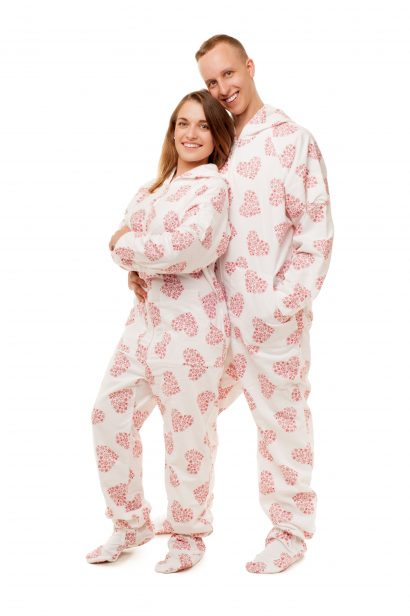 White Snowflake Hearts Kajamaz: Flannel FOOTED PAJAMAS FOR ADULTS